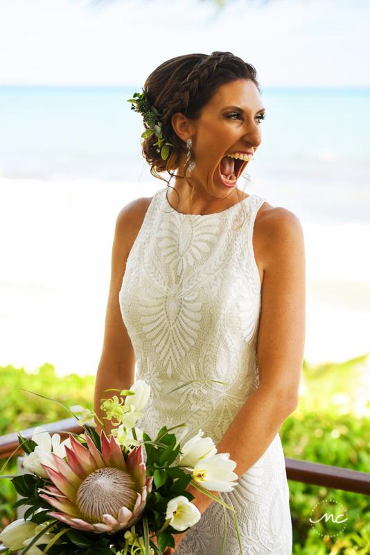 Beach bride portraits at Blue Diamond Riviera Maya, Mexico. Martina Campolo Photography