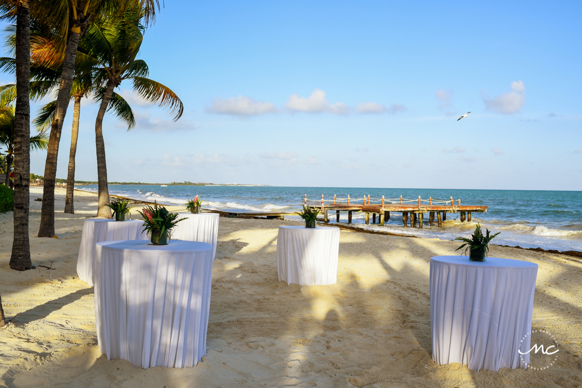 Beach destination wedding at Blue Diamond Luxury Boutique Hotel in Mexico. Martina Campolo Photography
