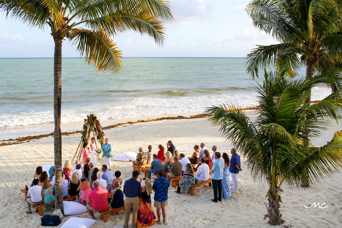 Beach destination wedding at Blue Diamond Luxury Boutique Hotel in Mexico. Martina Campolo Photography