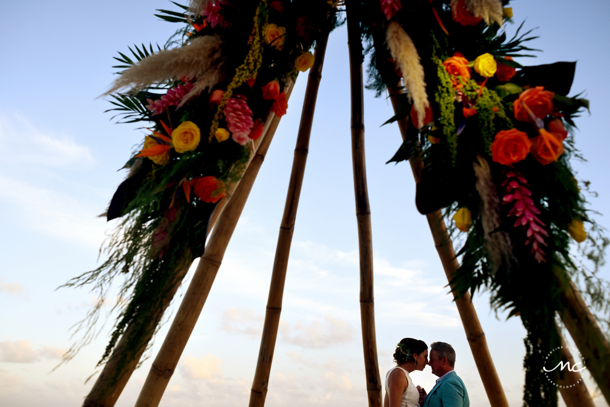 Bride and groom under tipi wedding arch at Blue Diamond Luxury Boutique Hotel, Mexico. Martina Campolo Photography