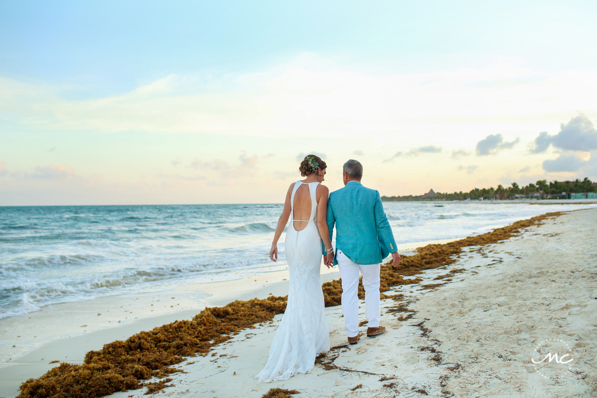 Destination bride & groom beach portraits at Blue Diamond Riviera Maya, Mexico. Martina Campolo Photography