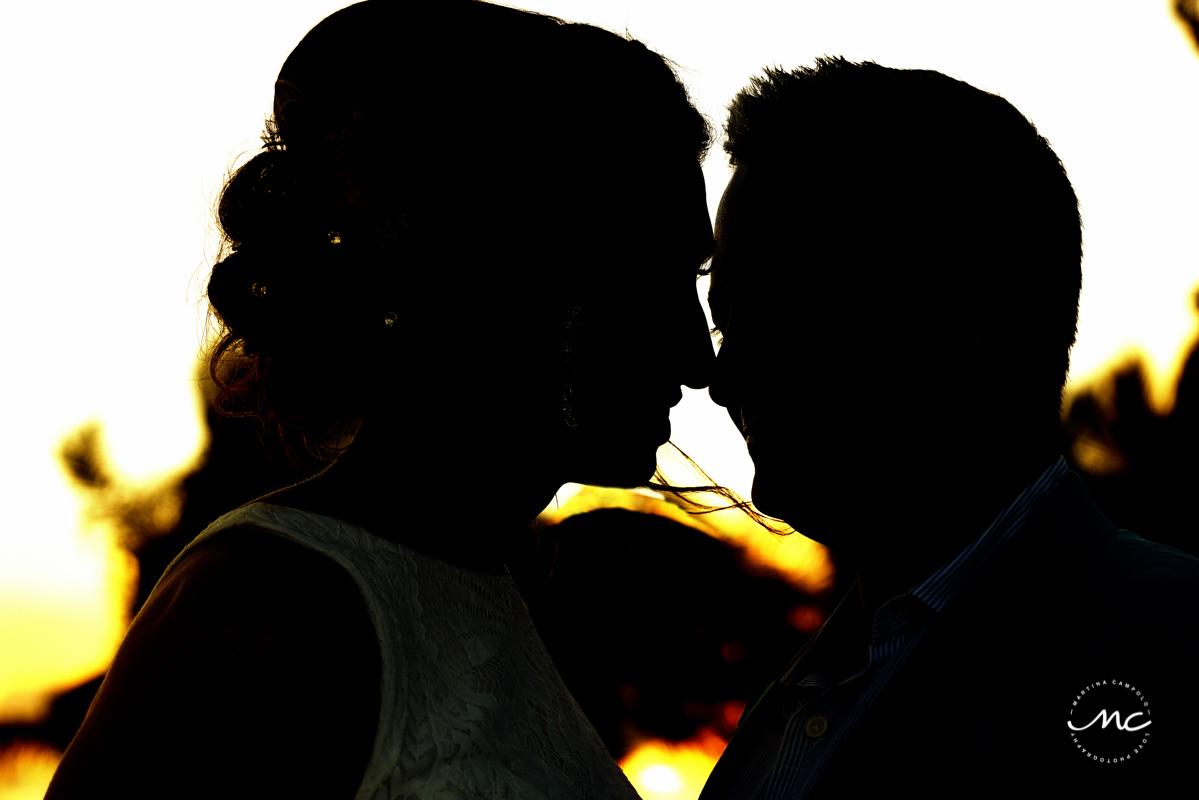 Bride and groom silhouttes at Blue Diamond Riviera Maya, Mexico. Martina Campolo Photography