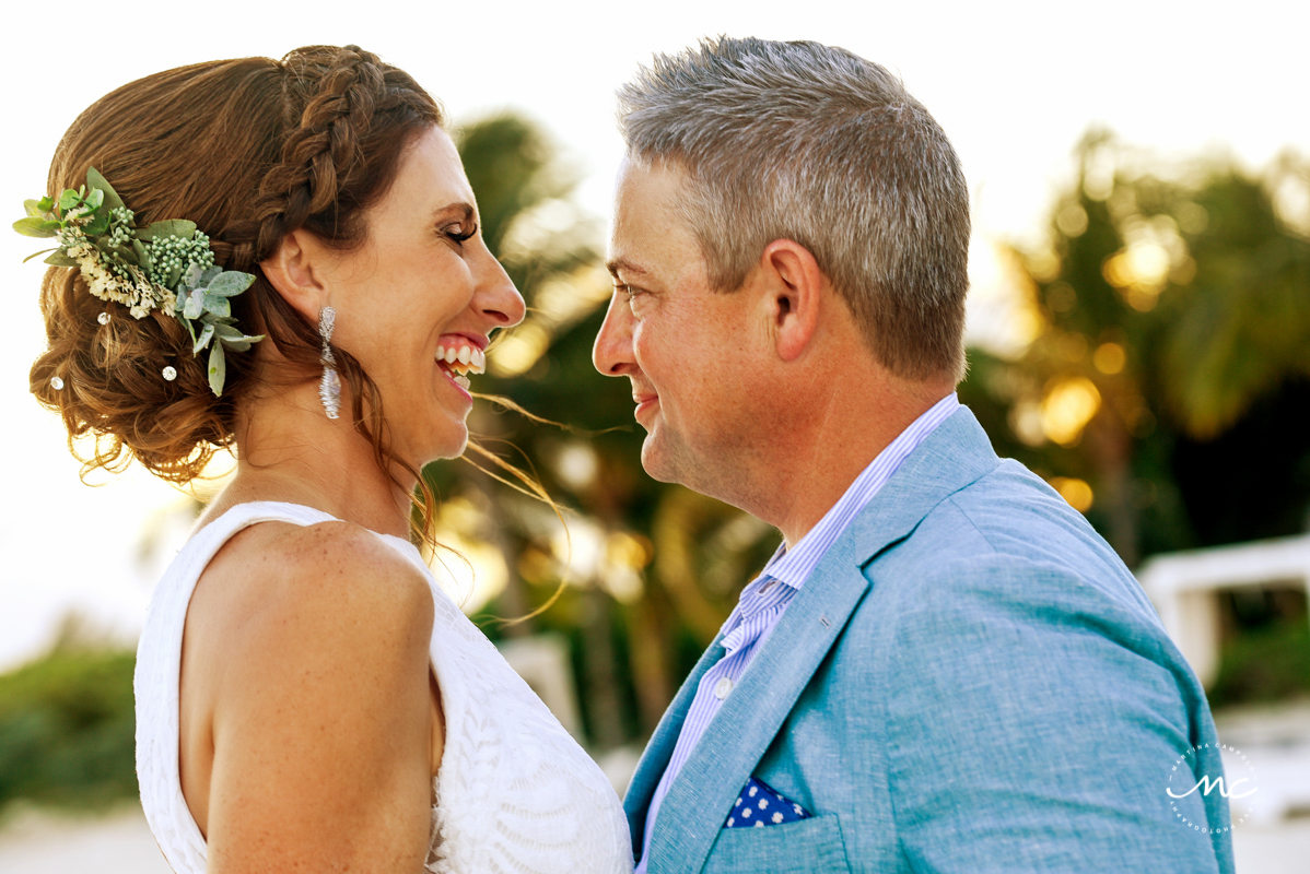 Bride and groom beach portraits at Blue Diamond Riviera Maya, Mexico. Martina Campolo Photography