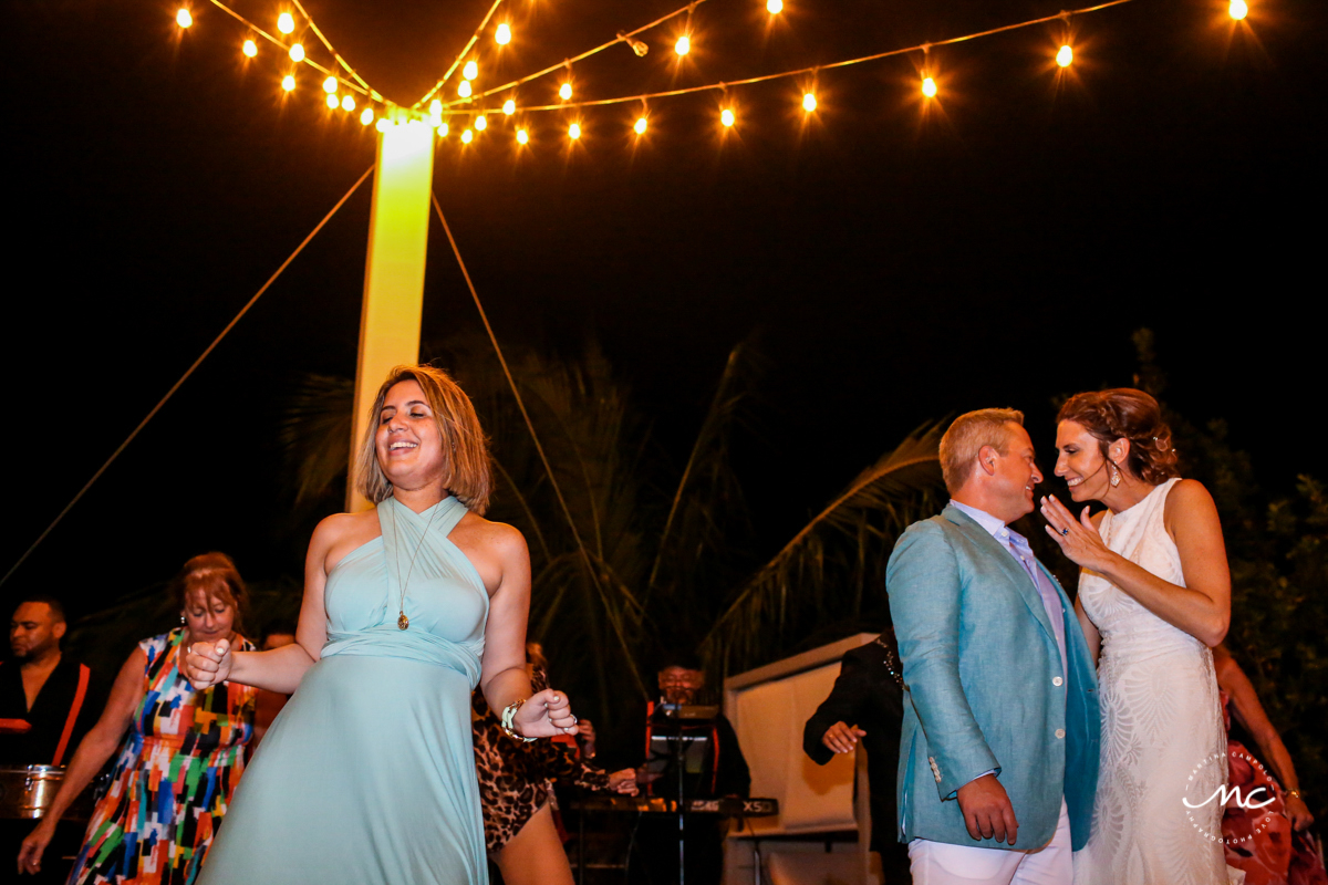 Outdoors wedding reception at Blue Diamond Luxury Boutique Hotel, Mexico. Martina Campolo Photography