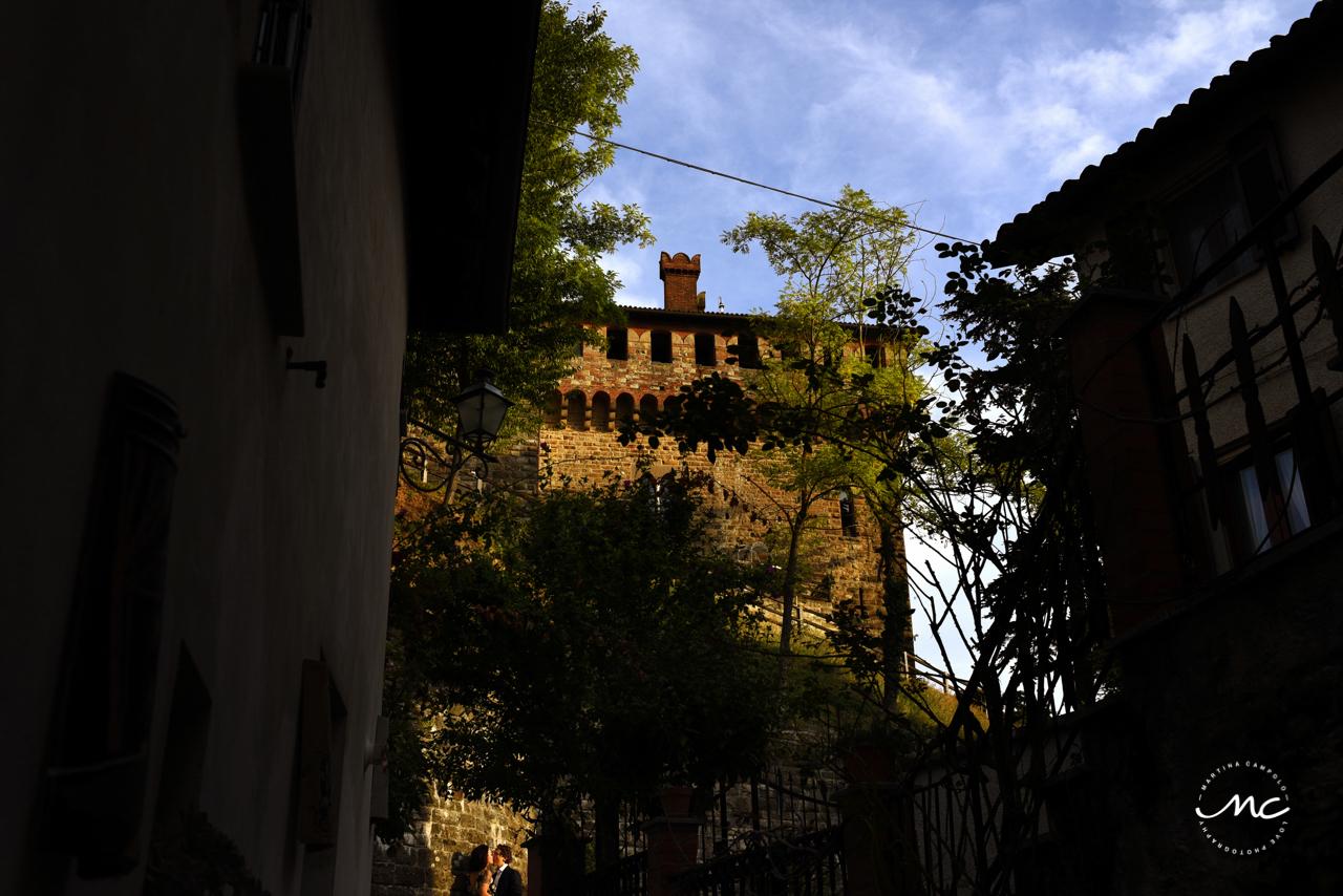 Castello di Trisobbio Engagement in Italy. Martina Campolo Photography