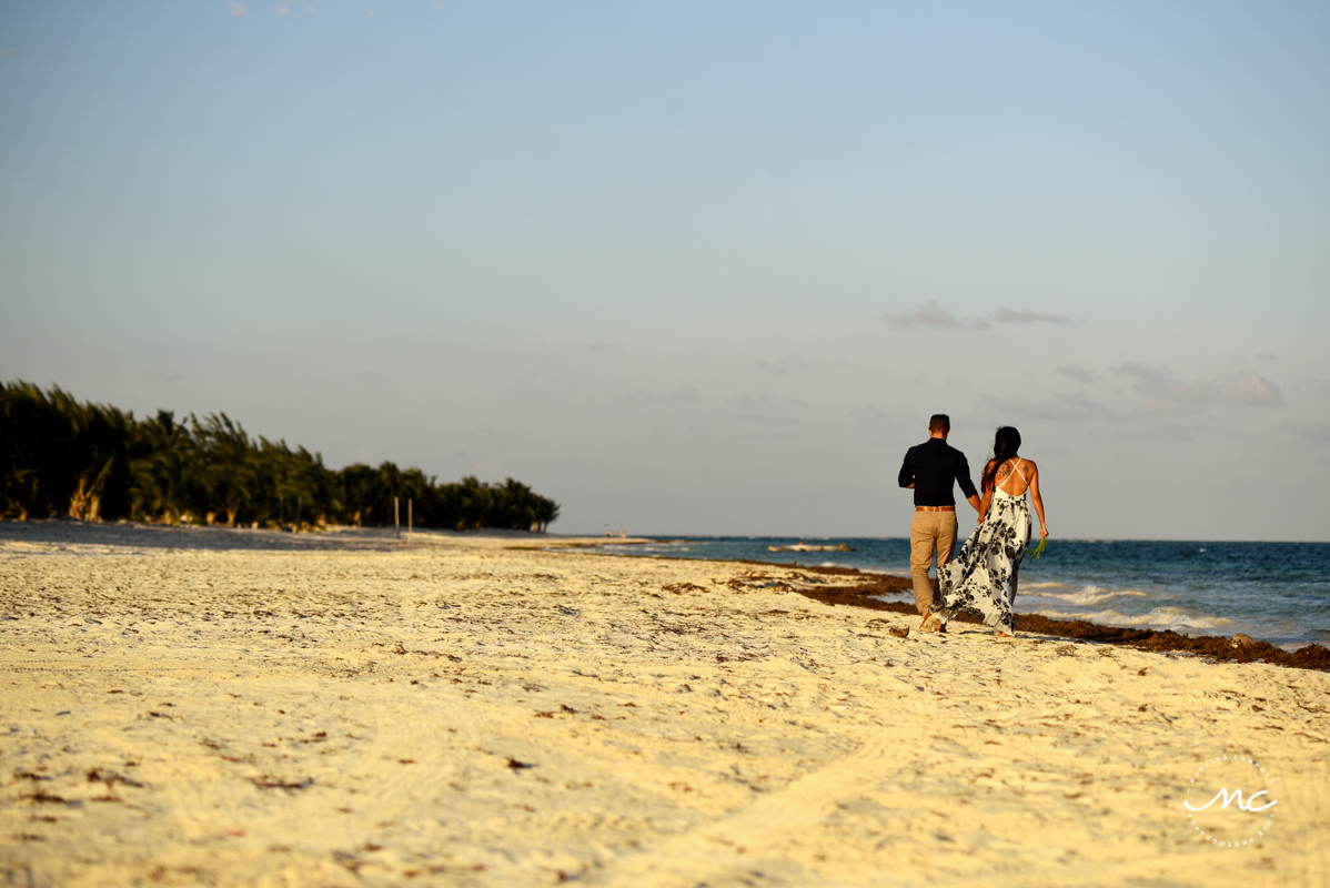 Beach engagement session in Riviera Maya, Mexico. Martina Campolo Photography
