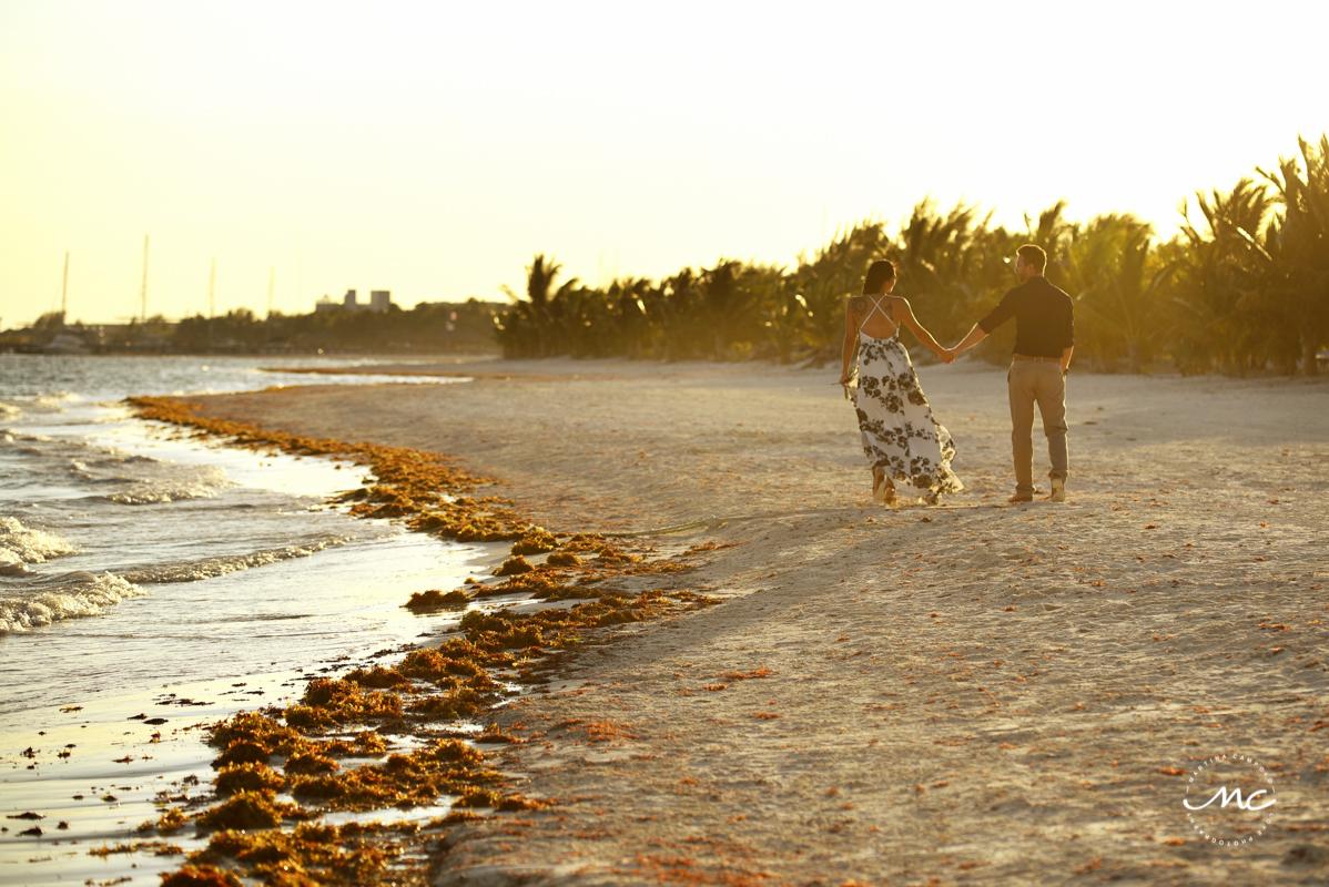 Beach engagement photos in Riviera Maya, Mexico. Martina Campolo Photography