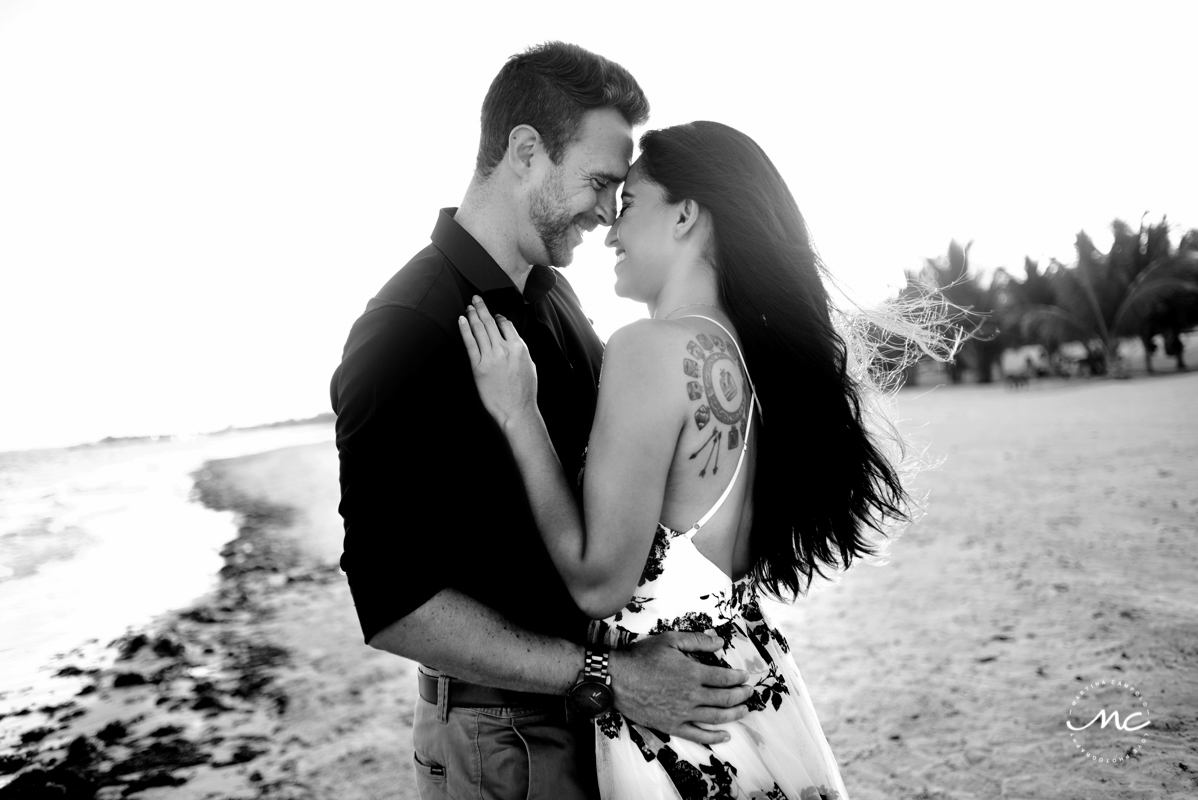 Black and white couple portraits at Chable Maroma, Mexico. Martina Campolo Photography