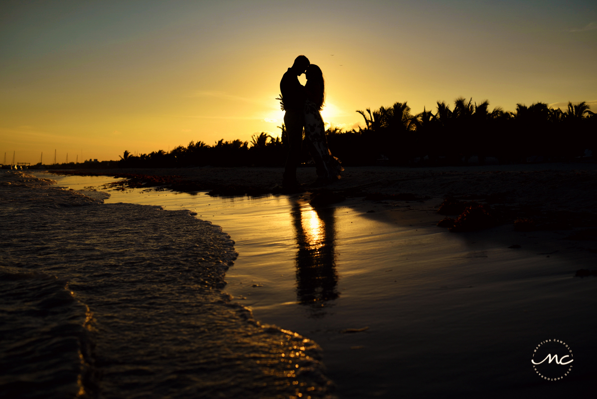 Couple silhouette at Chable Maroma, Mexico. Martina Campolo Engagement Photography