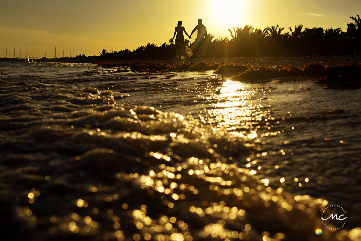 Couples silhouette at sunset. Chable Maroma, Mexico. Martina Campolo Photography