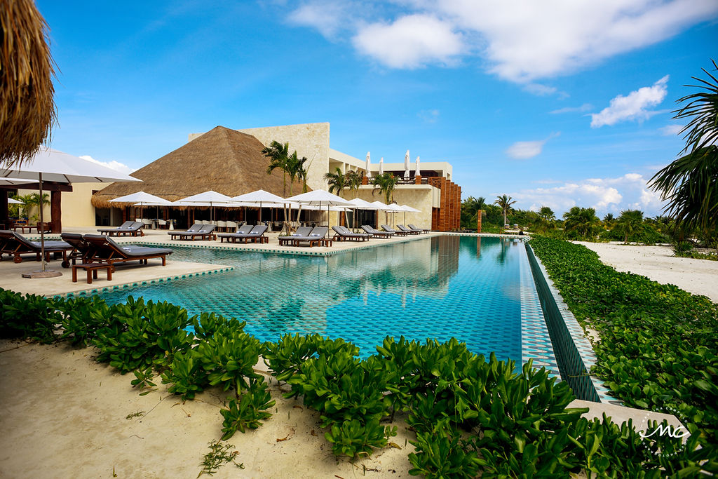 Infinity pool at the new Chable Maroma, Riviera Maya, Mexico. Martina Campolo Commercial Photography