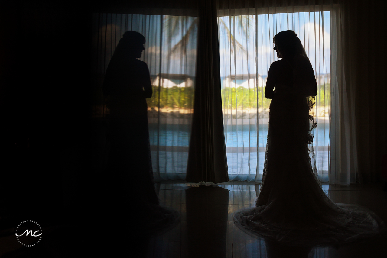 Bride silhouette at The Royal Playa del Carmen, Mexico. Martina Campolo Photography