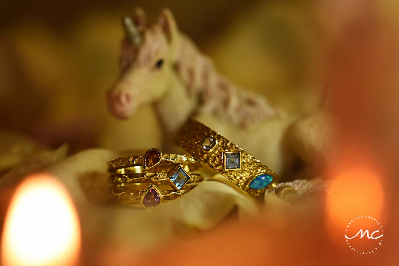 Vintage gold wedding rings. Puerto Aventuras Wedding by Martina Campolo Photography