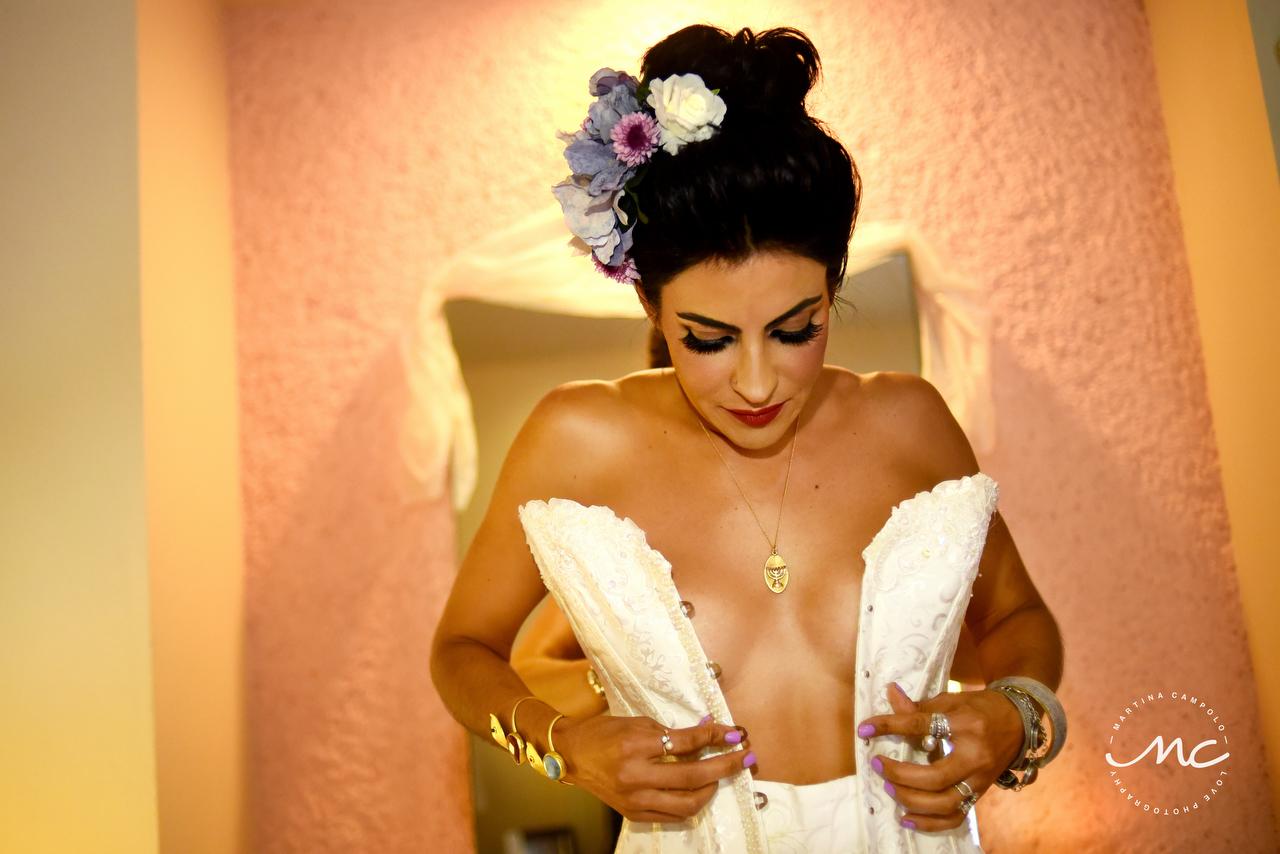 Stunning mexican bride getting ready. Puerto Aventuras Wedding by Martina Campolo Photography