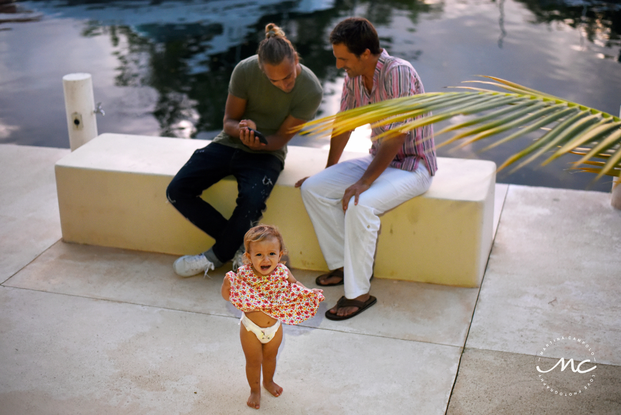 Cute little girl at Puerto Aventuras Destination Wedding. Martina Campolo Photography