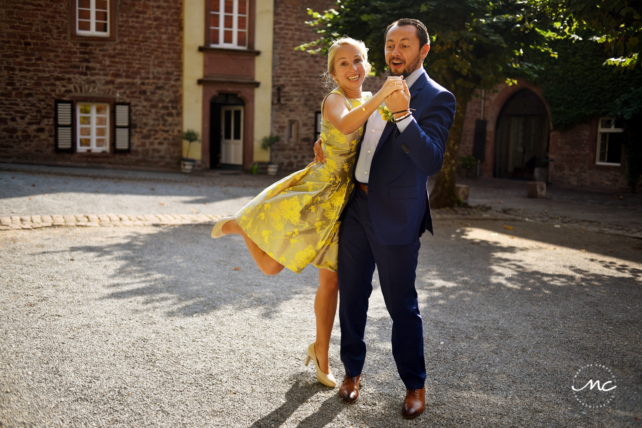 Bride in yellow wedding dress and groom portraits. Heidelberg Wedding in Germany. Martina Campolo Photography