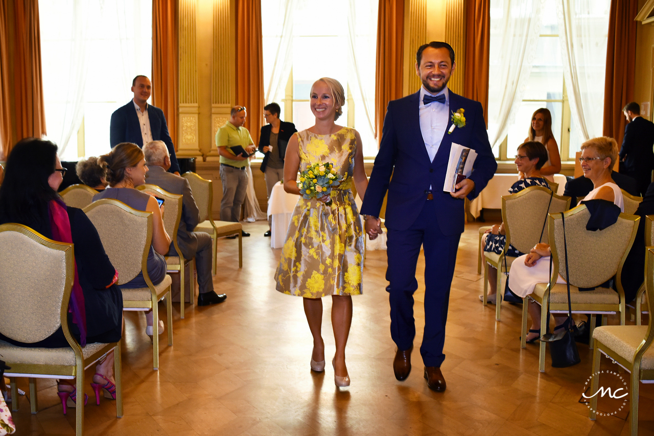 Husband and wife exit. Heidelberg Castle Wedding in Germany. Martina Campolo Photography