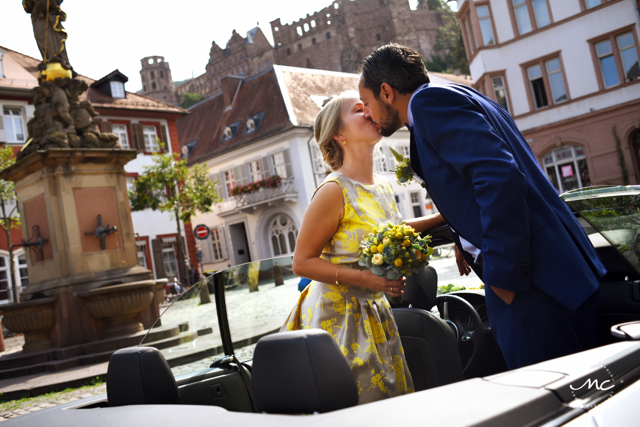 Bride and groom kiss. Intimate Heidelberg Wedding in Germany. Martina Campolo Photography