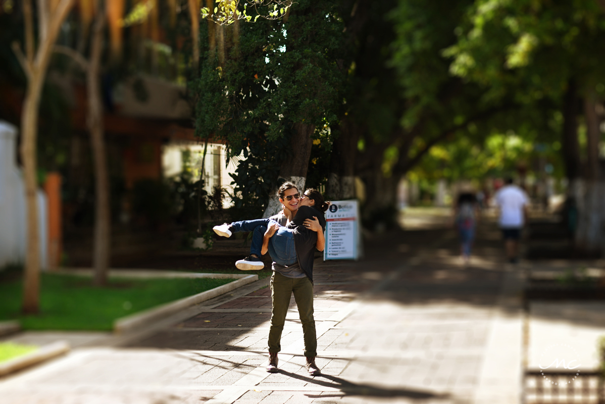 Merida Yucatan Engagement session in Paseo Montejo by Martina Campolo Photography