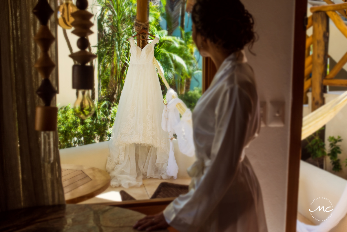 Wedding dress photo at Mahekal Beach Resort, Mexico. Martina Campolo Photography