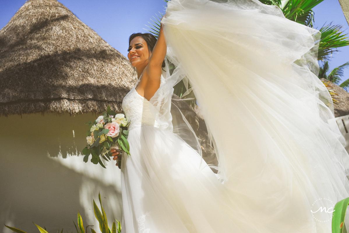 Bride portrait at Mahekal Beach Resort, Mexico. Martina Campolo Photography