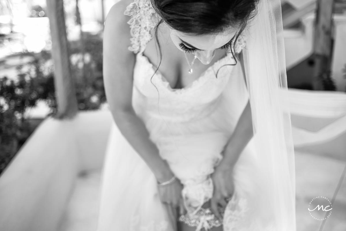 Bride getting ready at Mahekal Beach Resort, Mexico. Martina Campolo Photography