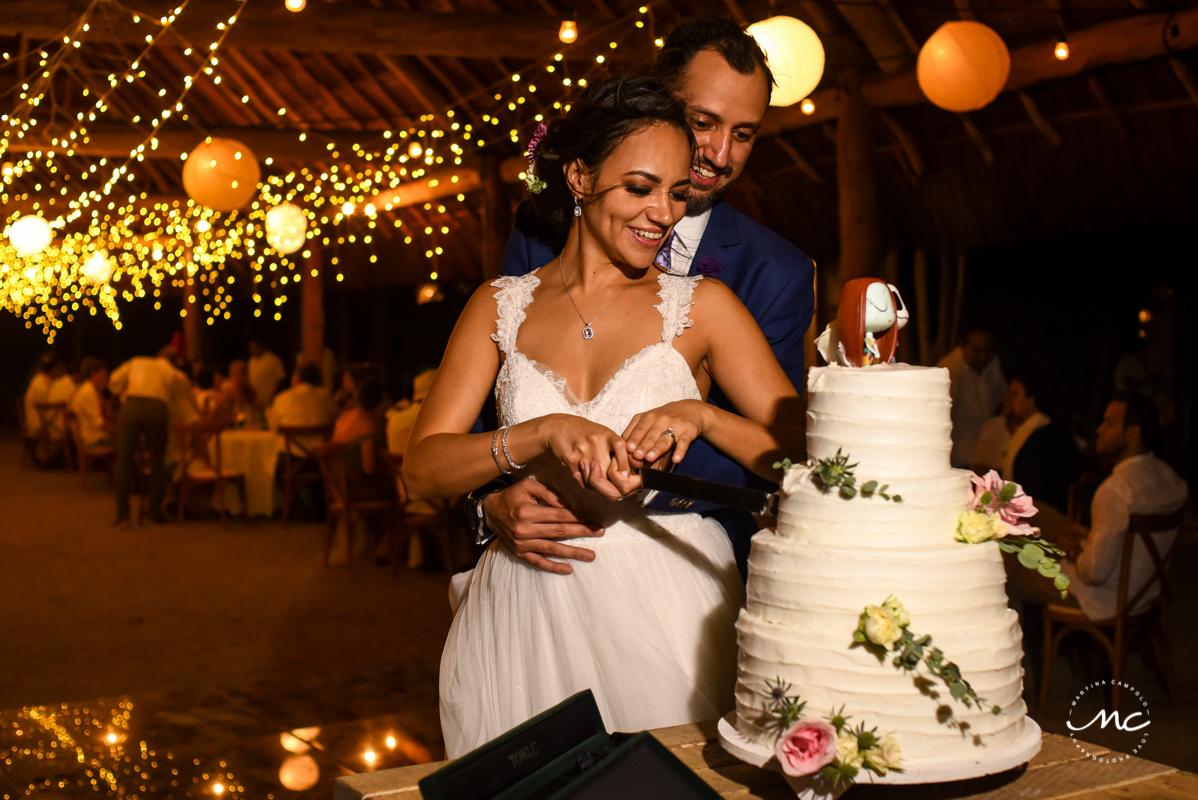 Cake cutting moment at Blue Venado Beach Wedding in Mexico. Martina Campolo Photography