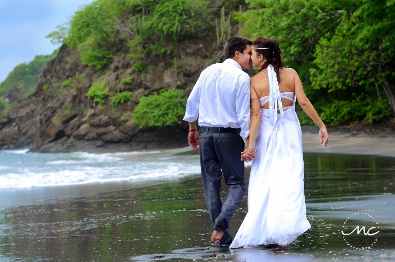 Bride and groom beach portraits in Guanacaste, Costa Rica. Martina Campolo Photography