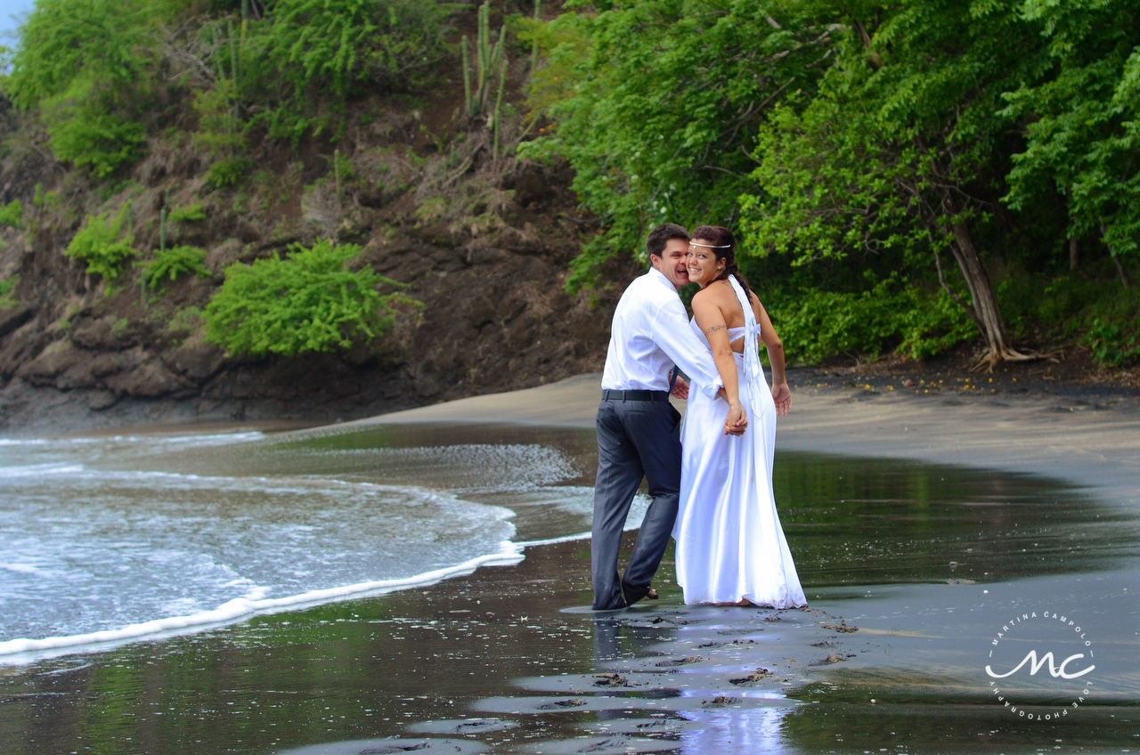 Bride and groom beach portraits in Playa del Coco, Costa Rica. Martina Campolo Photography
