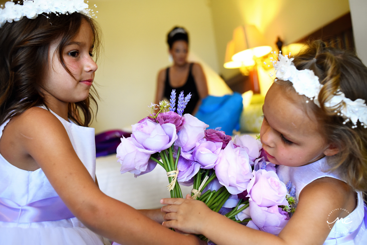 Flower girls dressing up at Now Sapphire Riviera Cancun, Mexico. Martina Campolo Photography