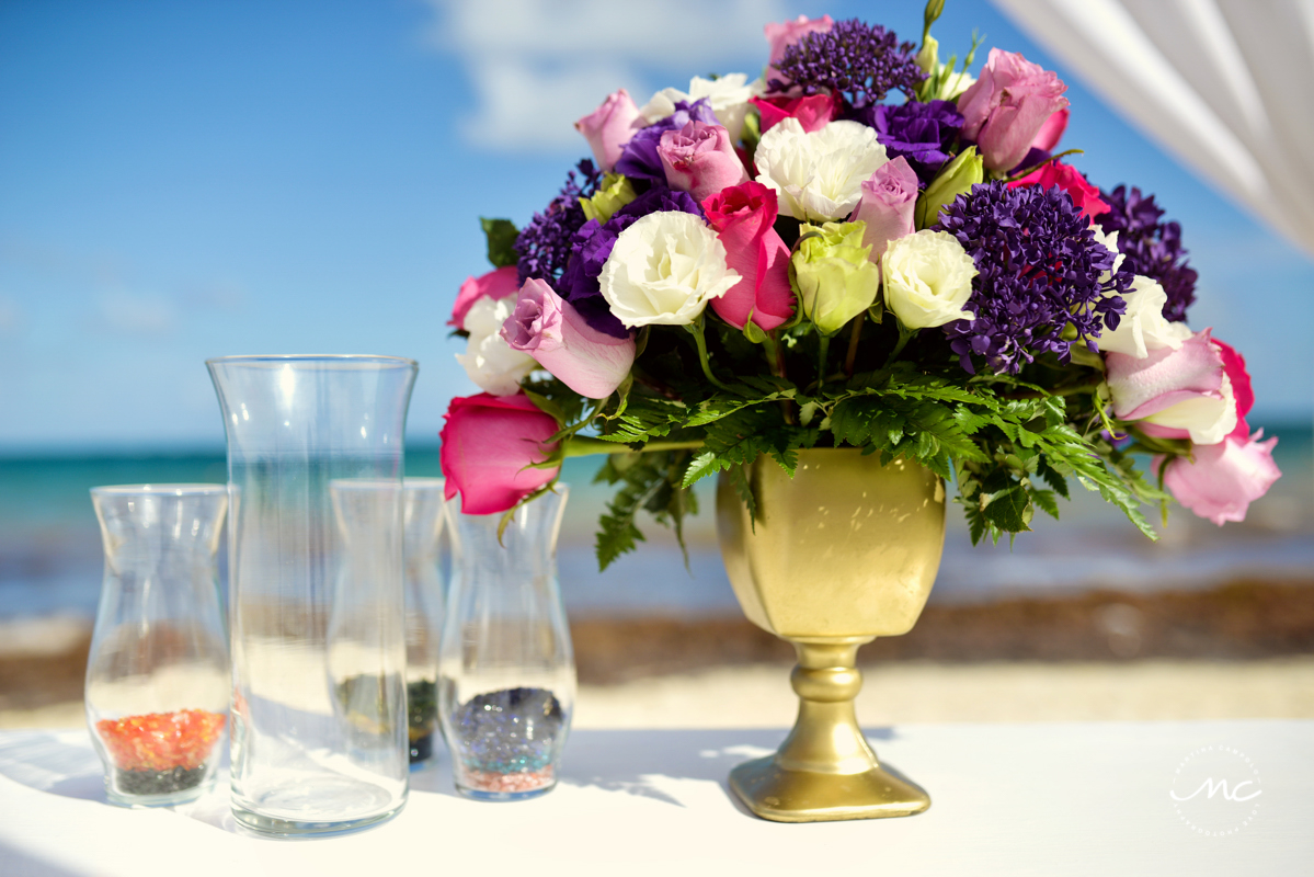 Roses floral arrangement with golden base for Now Sapphire beach wedding. Martina Campolo Photography