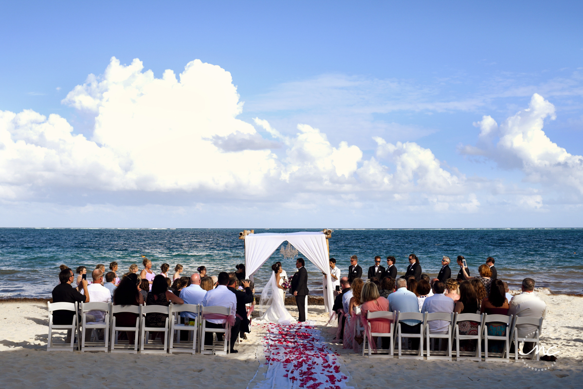 Romantic Now Sapphire beach destination wedding in Mexico by Martina Campolo Photography