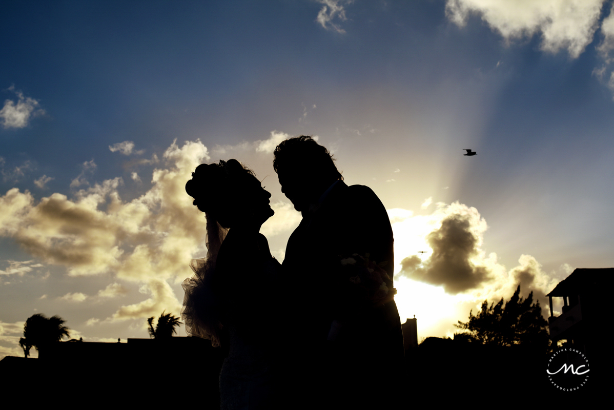 Bride and groom silhouettes. Now Sapphire Riviera Cancun wedding in Mexico by Martina Campolo Photography