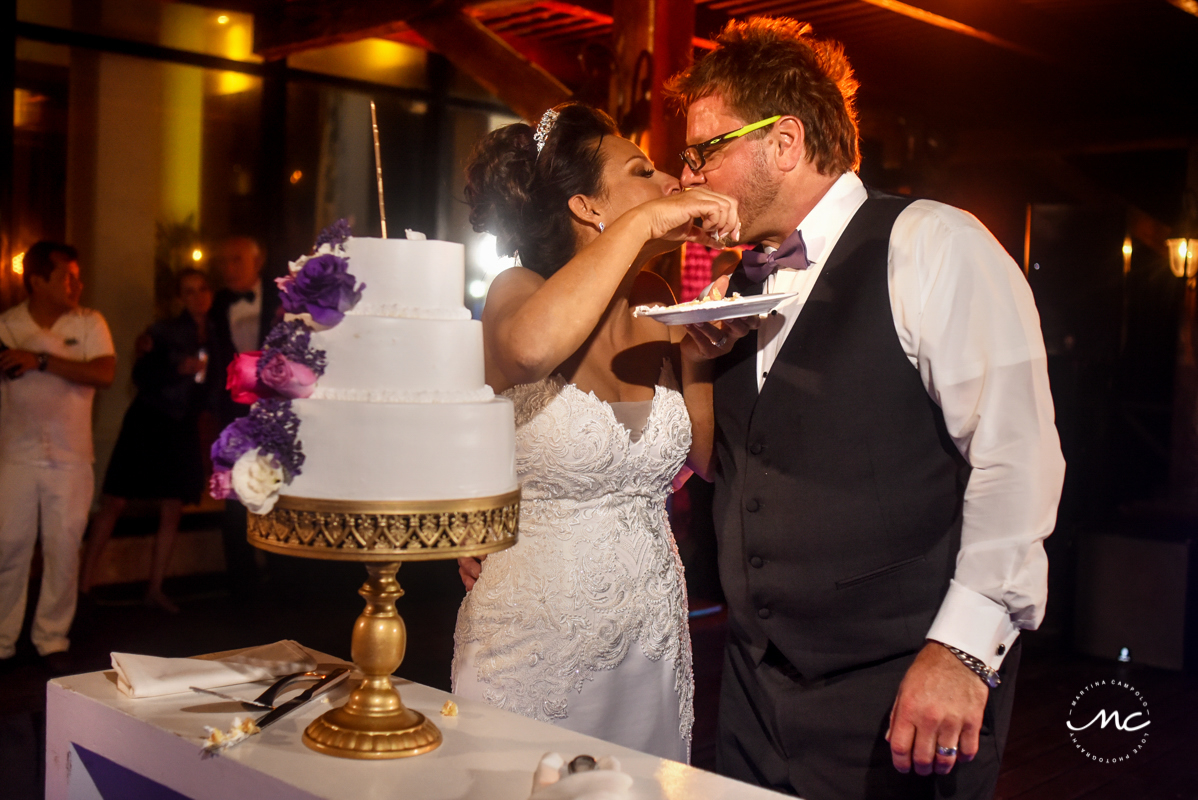 Cake cutting moment at Now Sapphire Riviera Cancun wedding by Martina Campolo Photography