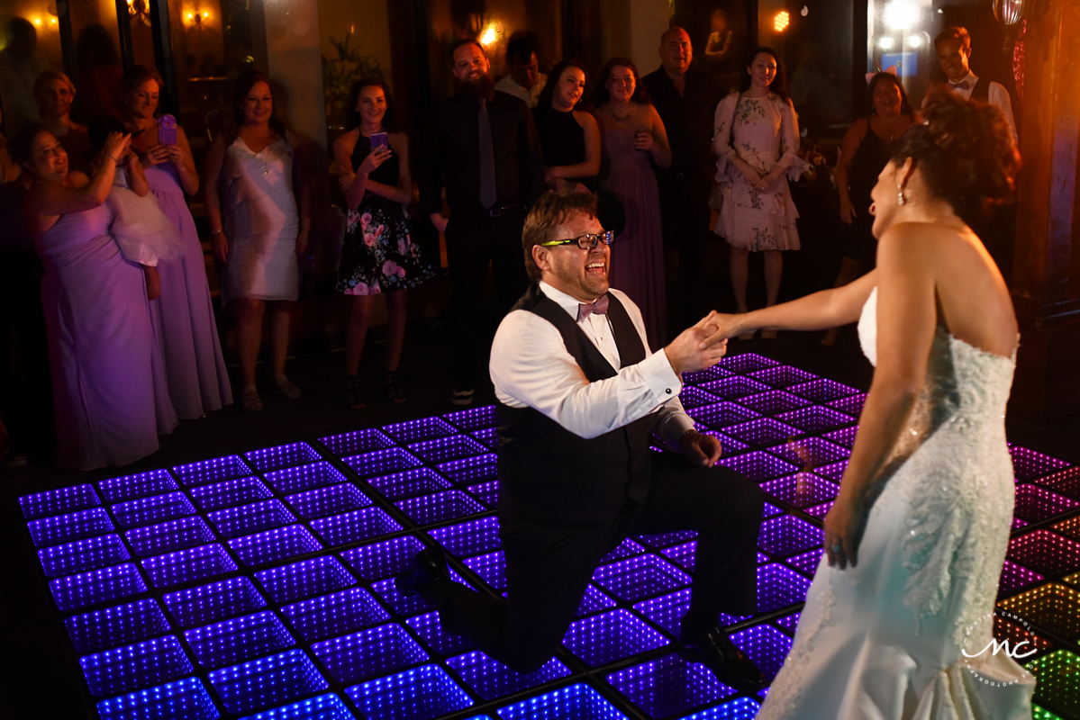 Bride and groom on infinity dance floor at Now Sapphire Riviera Cancun, Mexico. Martina Campolo Photography