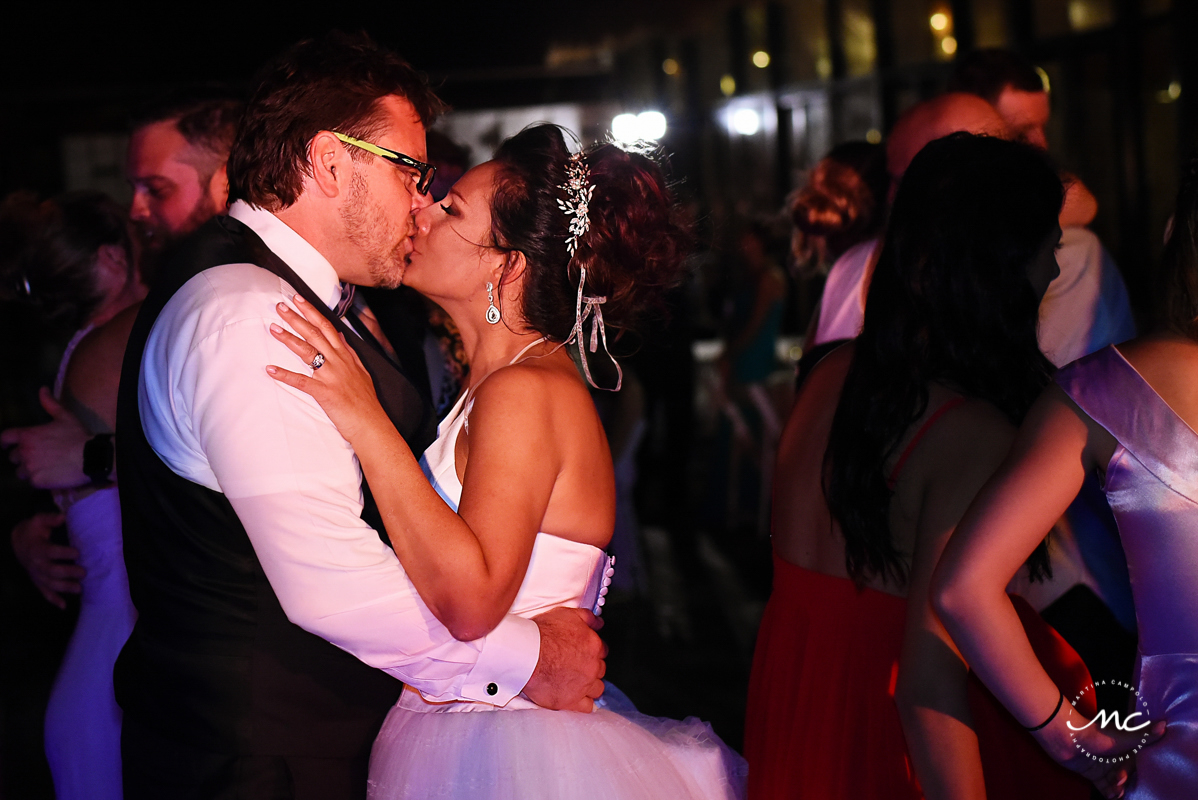Destination bride and groom kiss. Now Sapphire wedding by Martina Campolo Photography