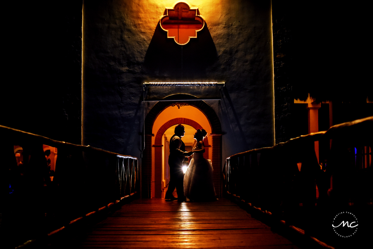 Bride and groom night portraits at Now Sapphire Riviera Cancun, Mexico. Martina Campolo Photography