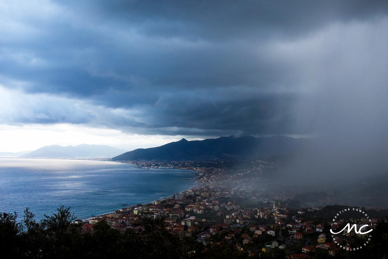 Rain falls in Cinque Terre, Italy. Martina Campolo Destination Wedding Photographer