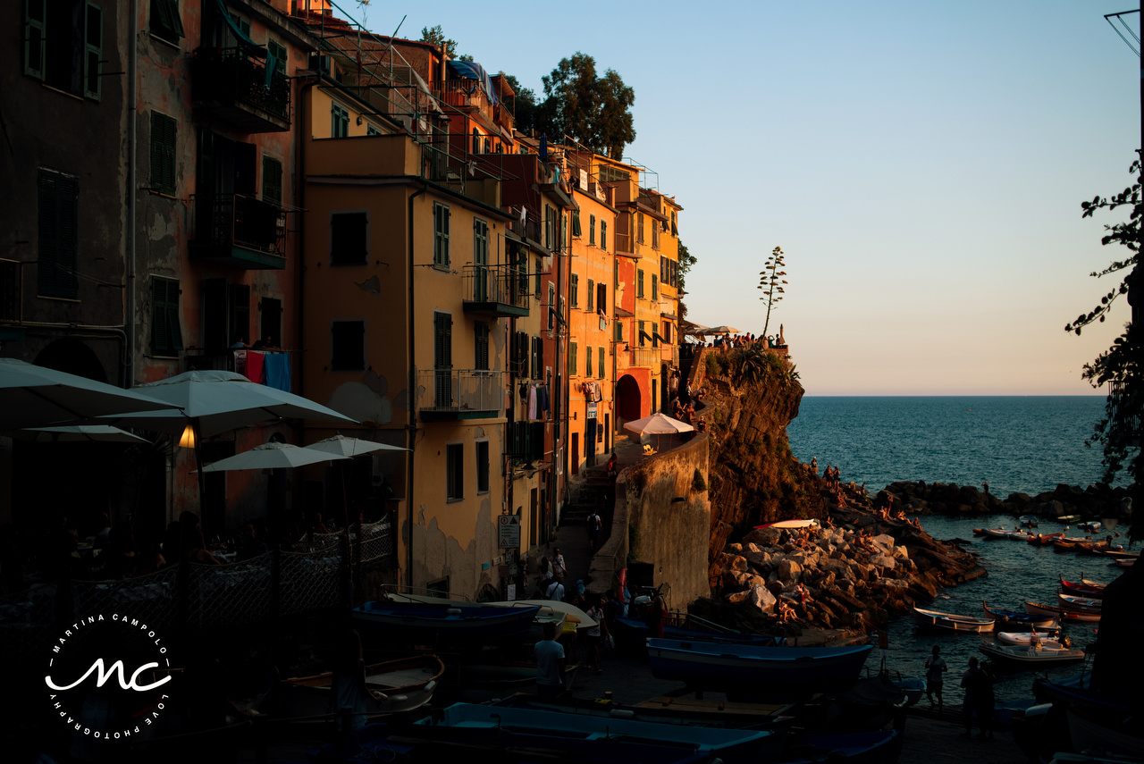 Sunset in Cinque Terre coastline. Martina Campolo Italian Wedding Photographer