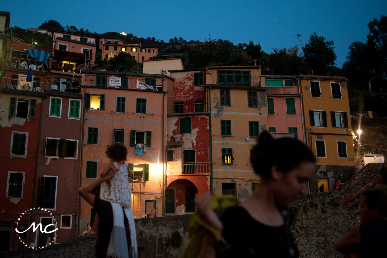 Colorful engagement session in Cinque Terre, Italian Riviera. Martina Campolo Photography