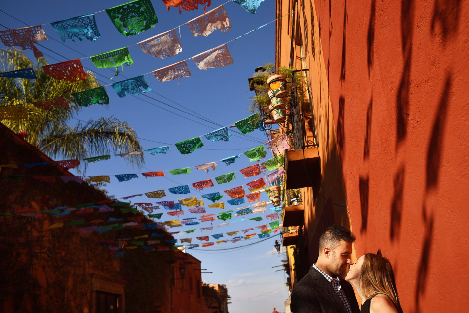 San Miguel de Allende Engagement Session by Martina Campolo Photography. COVER