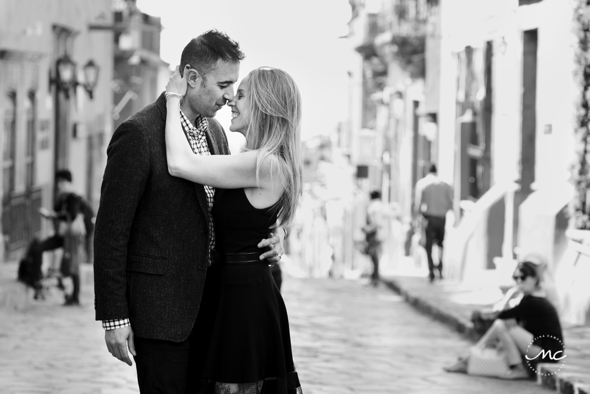 Black and White Anniversary Session in San Miguel de Allende, Mexico. Martina Campolo Photography