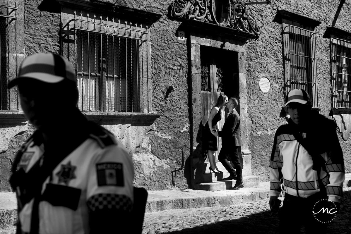 Black and White Anniversary Session in San Miguel de Allende, Mexico. Martina Campolo Photography