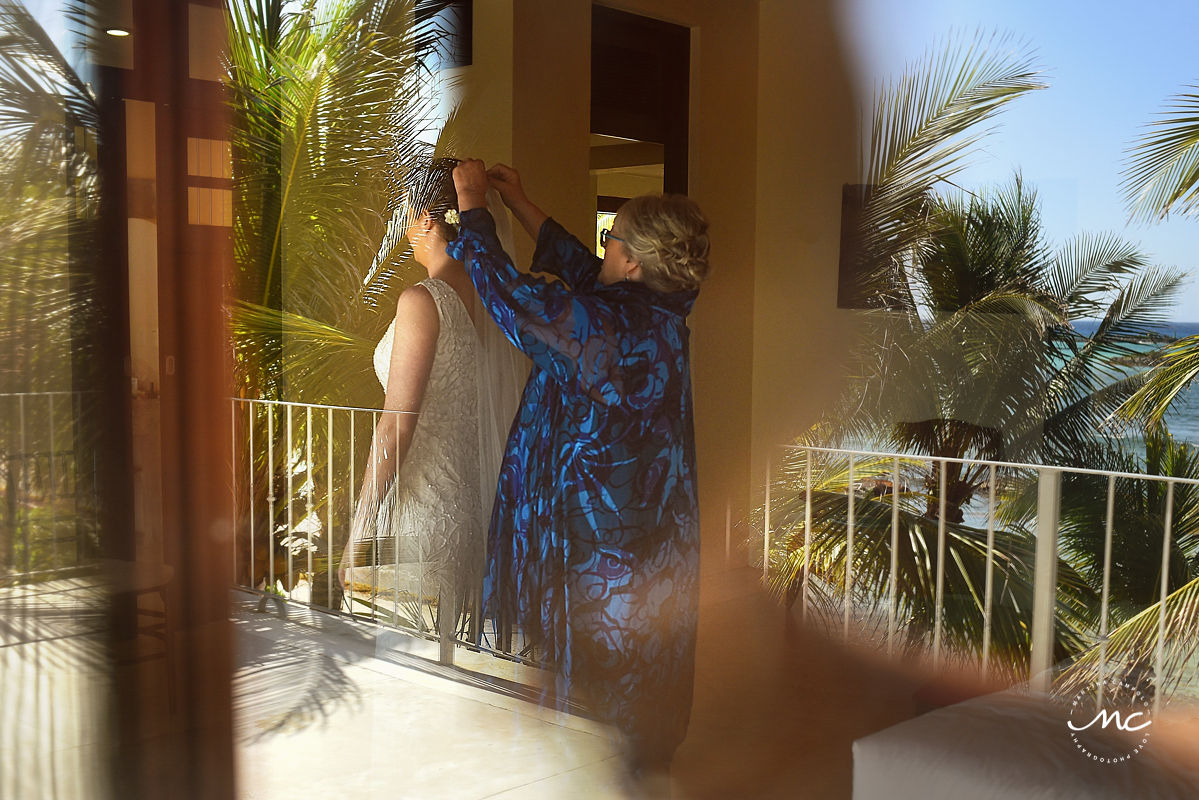 Mother of the bride and daughter getting ready. Hacienda del Mar wedding in Mexico by Martina Campolo Photography