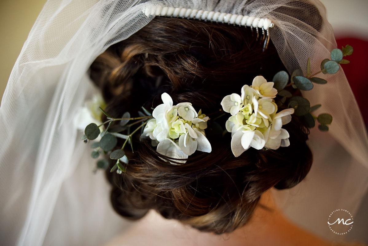 Wedding hair detail with natural flowers by Doranna Hairstylist. Martina Campolo, Hacienda del Mar Wedding Photography