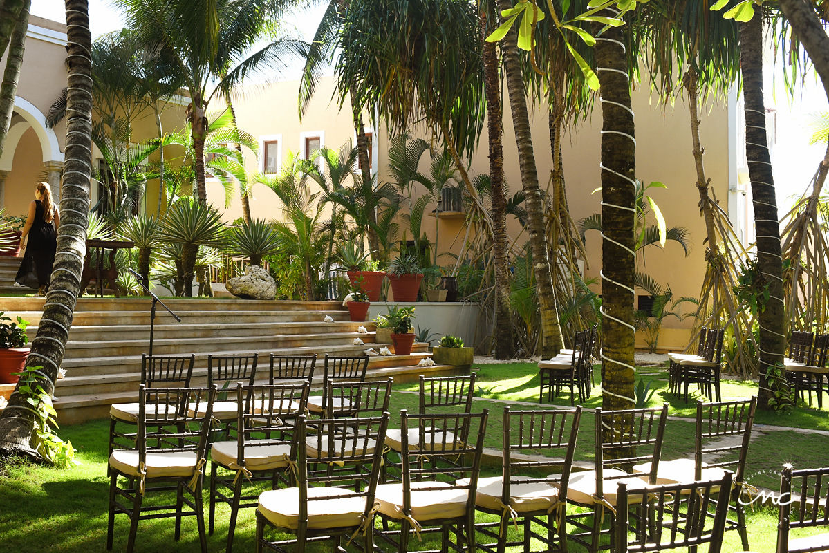 Garden wedding ceremony decor at Hacienda del Mar, Puerto Aventuras, Mexico. Martina Campolo Photography