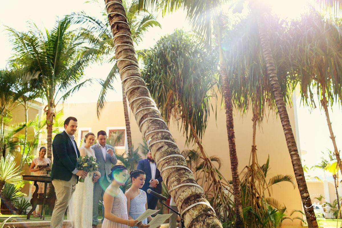 Garden wedding at Hacienda del Mar, Puerto Aventuras, Mexico. Martina Campolo Photography